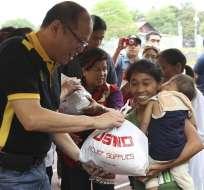 BOHOL, Filipinas.- Más de once toneladas de suministros de emergencia fueron transportados vía aérea a las zonas afectadas. Fotos: EFE
