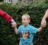 Los médicos le pusieron a Eddy Parry, un hueso artificial en la cadera, para utilizar una prótesis. Foto: Daily Mail.