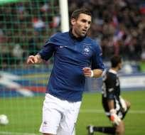 El lateral francés Anthony Réveillère llega al Napoles proveniente del Olympique de Lyon.