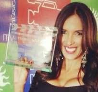 GUAYAQUIL.- La 'flaca' Guerrero junto a su premio como Mejor Conductora de Variedades.