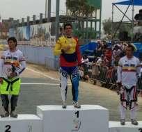 El deportista azuayo logró imponerse ante el medallistas olímpíco colombiano Carlos Oquendo. Foto: @sebasvaldi