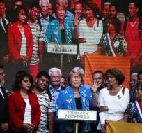 Bachelet y Matthei intensifican contacto con la gente antes de cierre campaña. Foto: EFE