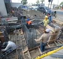 ECUADOR.- Más de 500 mil personas en el Ecuador trabajan como obreros en las construcciones. Foto: Archivo