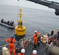 ESMERALDAS, Ecuador.- La nueva boya fue ubicada a 70 millas náuticas de las costas de la provincia de Esmeraldas, a una profundidad de 2.900 metros. Fotos: Inocar