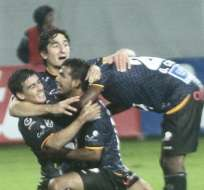 SANGOLQUÍ, Ecuador.- Los jugadores de Independiente del Valle y su festejo por el triunfo. Foto: API.