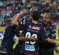QUITO, Ecuador.- Los jugadores de Independiente celebran el triunfo. Fotos: API.