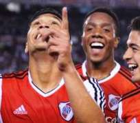 Los jugadores de River celebran el triunfo ante Vélez por el torneo local (Foto: Ole.com.ar)