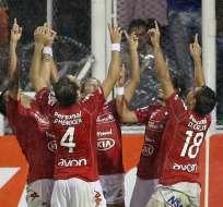 ARGENTINA.- Nacional paraguayo elimina a Vélez y avanza a cuartos de final. Foto: EFE