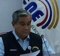 QUITO, Ecuador.- Domingo Paredes (i) durante la rueda de prensa sobre la verificación de firmas de Yasunidos. Foto: CNE