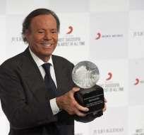 Sony premió a Julio Iglesias por ser el cantante más exitoso de todos los tiempos. Foto: EFE