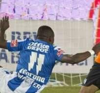 Walter Ayoví no pudo evitar el primer gol de Boselli. Foto: Medio Tiempo.