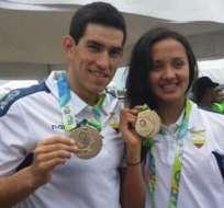 Enderica y Arévalo con sus preseas. Foto: ANDES.