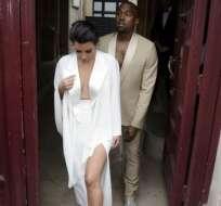 Kim Kardashian y Kanye West e invitados montan una gran fiesta en Florencia.