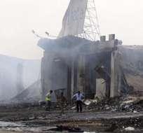 KARACHI, Pakistán.- Vista de los restos carbonizados de una parte del aeropuerto de Karachi tras el ataque. Foto: EFE.