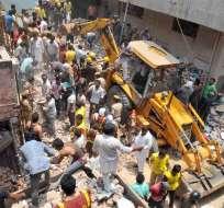 Unas 50 personas quedan atrapadas tras derrumbe de edificio en la India. Foto: EFE