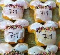 ALEMANIA.- La panadería alemana del técnico de EE.UU., Jürgen Klinsmann, elabora singulares pastelitos de la histórica goleada. Foto: Twitter