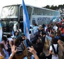 Seleccionado argentino canceló el saludo a los aficionados. Foto: EFE.