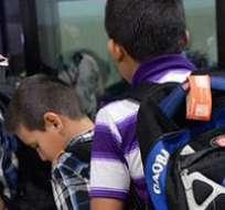 Los menores suelen viajar con traficantes de personas en autobuses o vehículos particulares.
