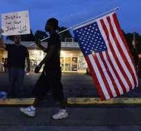 La tensión se mantiene desde la muerte de un joven negro a manos de un policía blanco. Foto: EFE
