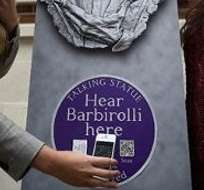 INGLATERRA.- Estatutas de al menos 30 personajes cobraron vida gracias a un proyecto interactivo que les da voz. Foto: Internet