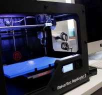 Realizan implante de una vértebra frabricada en una impresora 3D.