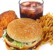 Quienes consumen comida chatarra dicen que lo hacen por ahorrar tiempo y dinero.