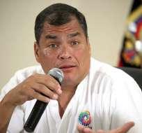 Correa dice que no se puede comparar a diario Hoy con diario El Telégrafo. Foto: Presidencia de la República