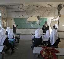 Miles de niños palestinos vuelven a clases entre escombros. Foto: EFE