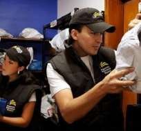 ECUADOR.- Según la nueva disposición del Comex, el límite será de 12 envíos o 2.400 dólares al año. Foto: Andes