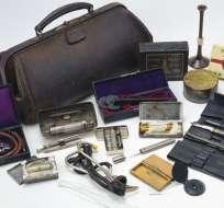 El maletín tradicional tiene una sola asa, pero su contenido ha cambiado con las nuevas tecnologías.