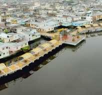 Los guayaquileños se siguen reuniendo a orillas del Salado, ahora en un moderno malecón.