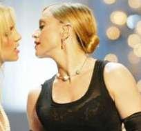 Beso entre Madonna y Britney Spears