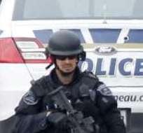 La policía en Ottawa registró autos y transeúntes, después de que Zehaf-Bibeau matara a tiros a un soldado en un monumento.