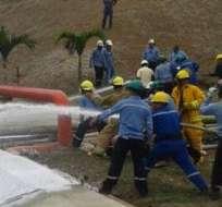 ESMERALDAS.- Petroecuador informó que el incidente fue controlado rápidamente. Fotos: Twitter de Petroecuador