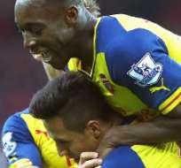 El Arsenal se sitúa así en la quinta posición de la clasificación, que lidera con autoridad el Chelsea. Fotos: AFP.