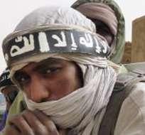 El EI, que conquistó numerosos territorios en Siria e Irak y proclamó en ellos un califato, cuida mucho su presencia en la red, publicando numerosos vídeos de propaganda y su propia revista.