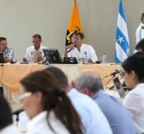 GUAYAQUIL, Ecuador.- El presidente Correa y sus ministros se reunieron en la réplica del Colegio 28 de Mayo. Foto: Presidencia de la República