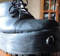Con estos zapatos se busca guiar a los jóvenes ciegos y sustituir al clásico bastón blanco que muchos de ellos rechazan.