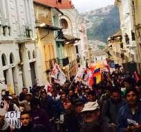La marcha de trabajadores salió desde la Caja del Seguro (IESS) y recorrió las calles del centro.