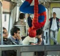 La idea de esta hombre araña es romper con la monotonía de la capital egipcia.