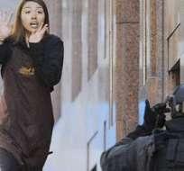La Policía australiana ha cerrado parte del centro de Sídney y evacuado a los residentes como medida de precaución, a la par que intenta contactar con el secuestrador y los rehenes.
