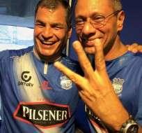 ECUADOR.- El presidente Rafael Correa y vicepresidente Jorge Glas disfrutando el triunfo de Emelec. Foto: Facebook Aguante Bombillo