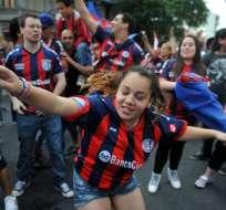 Los hinchas de San Lorenzo recibieron a su equipo (Foto: EFE)