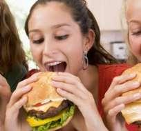 Este tipo de ácidos grasos insaturados se forman durante la hidrogenación y el horneado y son muy comunes en la industria de la comida rápida, la pastelería y en los alimentos fritos.