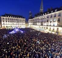 En París, 35.000 personas acudieron a la céntrica plaza de la República.