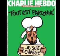 """El diseño muestra a Mahoma con lágrimas en los ojos mientras porta una pancarta y bajo el titular """"Todo está perdonado""""."""