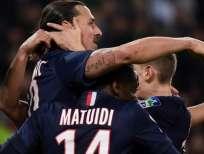 Los compañeros celebran el gol de Ibrahimovic. Foto: AFP.