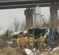 """""""El bus dejó la autopista e hizo contacto con el tren"""", afirmó una fuente cercana. Foto: Archivo"""
