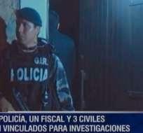 MANABÍ, Ecuador.- La Dinased allanó varios domicilios como parte de la investigación de la muerte del ciudadano. Foto: Ecuavisa