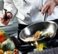 La comida cocida se ha vuelto tan común que son muy pocos los que consumen exclusivamente alimentos crudos.
